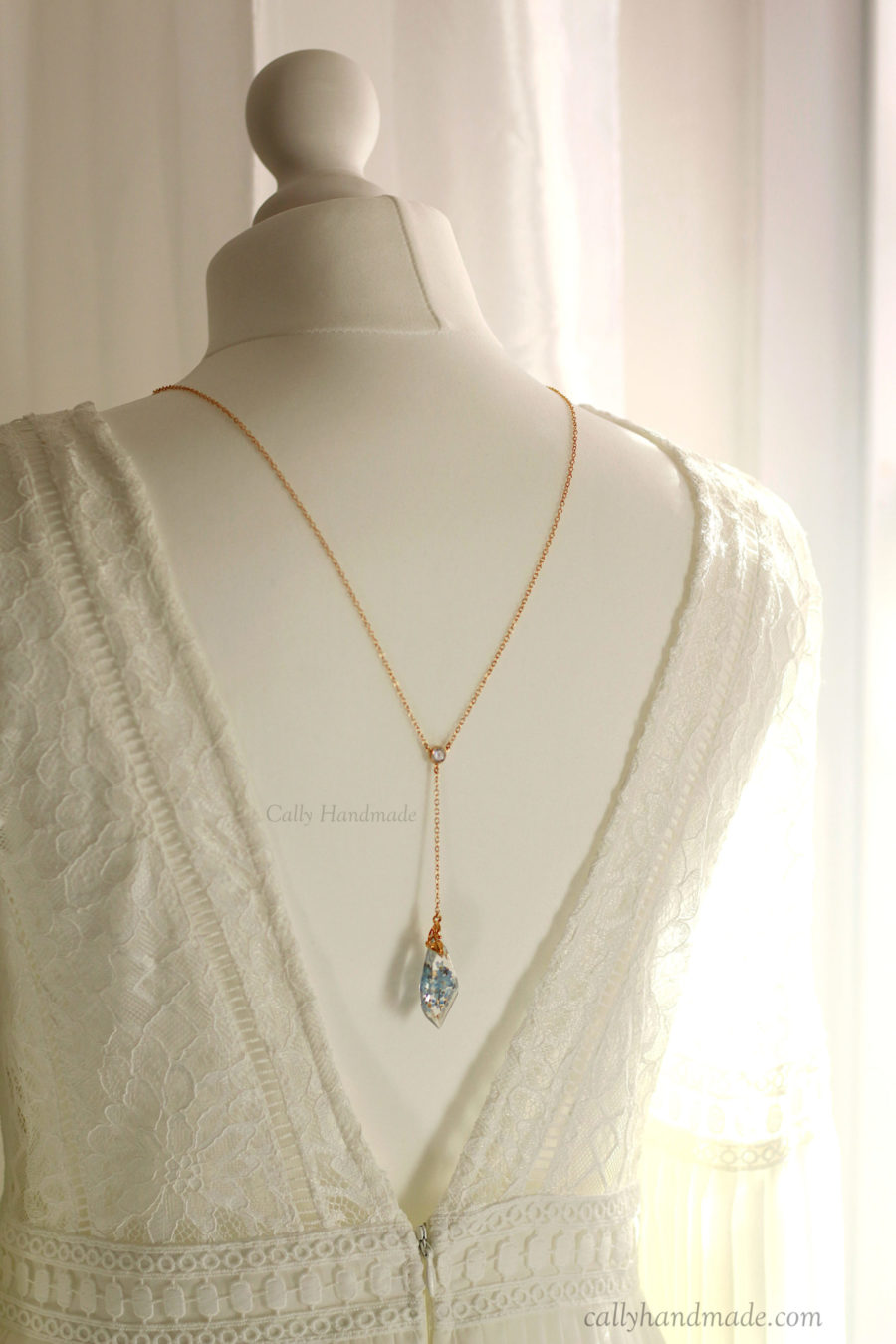 bijou de dos bleu myosotis