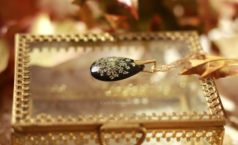 bijou résine et fleurs séchées