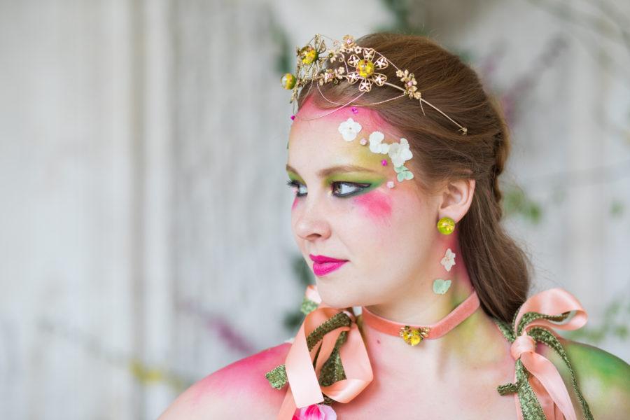 choker collier ras de cou femme accessoire laiton plaqué or fleurs séchées résine mode